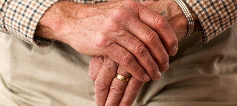 Komornik i emerytury – co warto wiedzieć?
